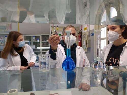 Laboratori di Chimica e Microbiologia: Pila Daniell e Terreni di coltura (8/2/21)